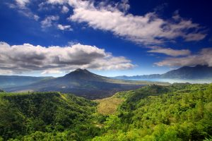 Mount_batur_and_lake-min