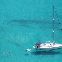 Avantages de la location d'un voilier en Corse avec Skipper