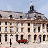 Architecture et histoire en Aquitaine: Bordeaux à travers trois siècles